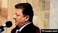 Vlad Țurcan anunță în Parlament retragerea celor 4 deputați comuniști din fracțiunea PCRM