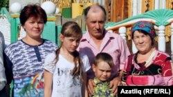 Альбина Әхмәтшинаның (Антипова) әти-әнисе һәм балалары