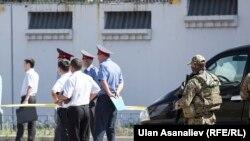 30-августта Бишкектеги Кытай элчилигинин имаратынажанкечти машине менен сүзүп кирип, өзүн жардырган.