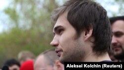 Blogeri, Ruslan Sokolovsky, i shpallur fajtor për fyerje ndaj ateistëve.
