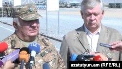 Yuri Xaçaturov və KTMT baş katibinin müavini Valeri Semerikov