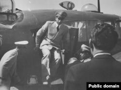 Шах Мохаммед Реза Пехлеви возвращается в Тегеран после переворота