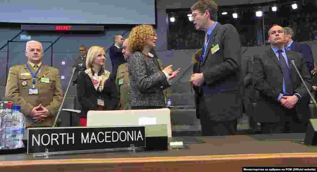 БЕЛГИЈА - Министерката за одбрана Радмила Шекеринска беше на првиот официјален состанок на НАТО по промената на името на државата.
