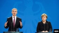 Angela Merkel və Jens Stoltenberg