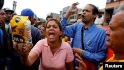 اعتراض در مقابل یک س.پرمارکت در کاراکاس در ونزوئلا