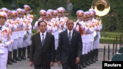 Вьетнам -- Обама Барака дIайолийна шен Вьетнамера кхаа денна хьажийна визит.