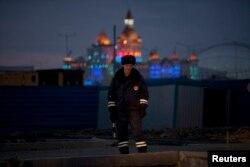 Сотрудник полиции возле Олимпийского парка Сочи