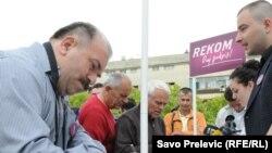 Potpisi podrške za REKOM, Podgorica, april 2011