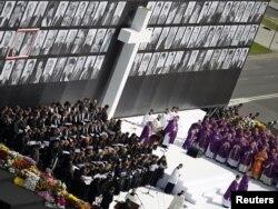 Церемонія прощання із загиблими у катастрофі під Смоленськом. Варшава, 17 квітня 2010 року