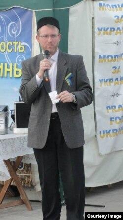 """Саид Исмагилов во время """"молитвенного марафона"""", который уже более ста дней ежедневно проводят в Донецке представители разных религиозных конфессий"""