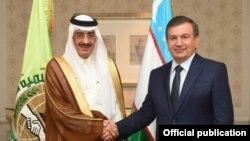 Özbegistanyň prezidenti Şawkat Mirziýoýew YÖB-niň prezidenti Bandar Hajar bilen.
