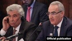 Սահմանադրական դատարանի նախագահ Գագիկ Հարությունյանը (ձ) և ԱԺ նախագահ Գալուստ Սահակյանը մասնակցում են Վենետիկի հանձնաժողովի նիստին: Վենետիկ, 23-ը հոկտեմբերի 2015 թ․