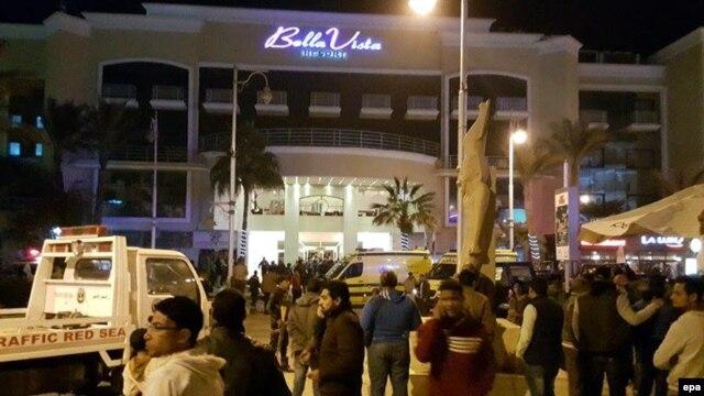 У отеля Bella Vista после нападения