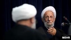 محمدتقی مصباح یزدی پیش از این ادعا کرده بود محمود احمدینژاد به نوعی منتخب امام دوازدهم شیعیان است