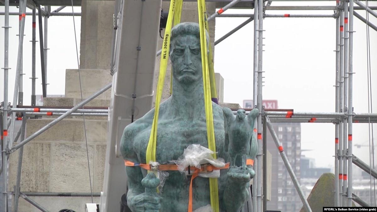 Belgrade's Victor Monument Back On Its Pedestal