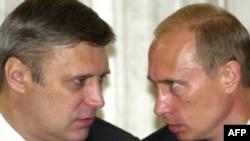 Then-Russia Prime Minister Mikhail Kasyanov speaks with President Vladimir Putin (right) in June 2003.