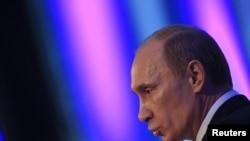 """Wladimir Putin: """"Diplomatiki gulluklaryň öz dokumentlerine seresaply çemeleşmegi zerur. Maglumatlaryň syzmagy öňem bolupdy. Men munuň bilen bagly hiç hili betbagtçylyk göremok"""""""