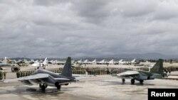 Российские военные на аэродроме в Сирии
