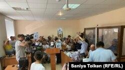 На суде по делу гражданского активиста Кайырлы Омара о предполагаемых хищениях. Нур-Султан, 31 июля 2019 года.