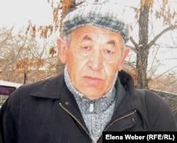 Абдырахым Кенжебаев, отец осужденного за пропаганду терроризма Еркинбека Кенжебаева. Темиртау, 3 ноября 2011 года.