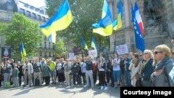 Акція українців у Парижі, 4 травня 2014