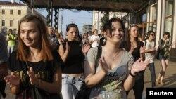"""Революция через социальную сеть"""". Акция в Минске 20 июля 2011 г"""