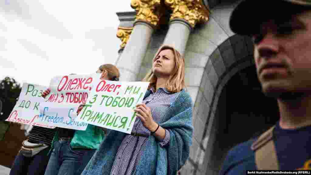 Май 2018 года. 6-й день голодовки Сенцова. Несколько сотен человек провели в центре Киева марш «Свободу защитикам Украины». Помимо освобождения военнопленных, участники акции требовали выпустить из тюрьмы Олега Сенцова.