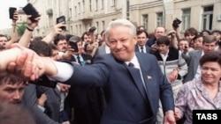 Эксперты проводят определенные параллели между перспективным провинциальным политиком и первым президентом России