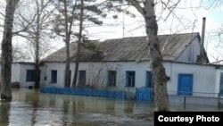 Паводок в поселке Садовое Бухар-Жырауского района. Карагандинская область, 15 апреля 2015 года.