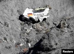 Фрагмент потрепевшего крушение самолета