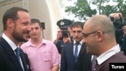 Крон-принц Норвегии Хоокон (слева) и Эйнулла Фатуллаев, Баку, 6 июня 2011