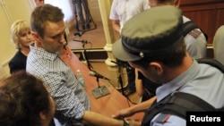 Ալեքսեյ Նավալնին դատարանի դահլիճում