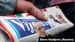 """Naslovna strana crnogorskih """"Vijesti"""" sa fotografijom ranjene novinarke Olivere Lakić"""