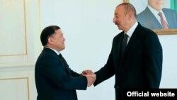 Дастанбек Жумабеков менен Илхам Алиев.