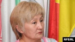 """«Алма-Ата инфо"""" газеті бас редакторының әйелі Раушан Есіргепова."""