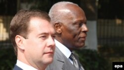 Angola's President Jose Eduardo dos Santos (right) and Russian President Dmitry Medvedev meet in Luanda