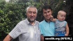Нурилло Отаханов c cыном и внуком