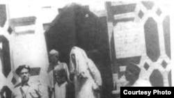خان شهید له زندانه د خوشې کېدو پر مهال
