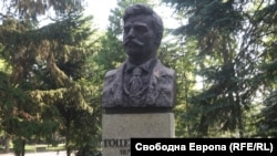 A statue of Gotse Delchev in Sofia, where his remains were reburied the first time.