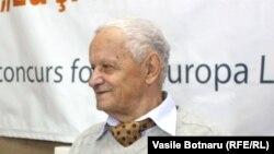 Vladimir Beșleagă la o dezbatere la Radio Europa Liberă