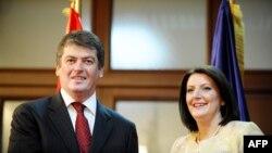 Atifete Jahjaga i Bamir Topi, 29. juni 2012.