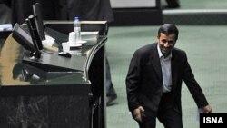 محمود احمدی نژاد، رییس جمهور اسلامی ایران، در صحن علنی مجلس شورای اسلامی