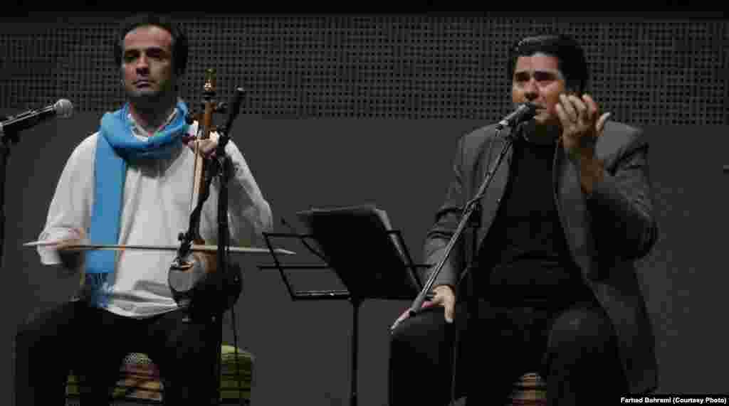 هر کشور یک روز خاص در نمایشگاه دارد در روز ایران در اکسپو میلان هم سالار عقیلی و گروهش به اجرای موسیقی سنتی ایران پرداختند.