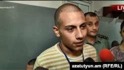 Ашот Пашинян беседует с журналистами на сборном пункте, 9 июля 2018 г.