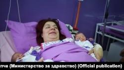 Првите бебиња во Новата 2020 година во Скопје, близначињата Анастасија и Габриел