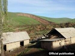 Кыргызстан, смещение грунта в селе Аюу