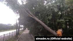 Коммунальные службы Симферополя устраняют последствия непогоды в городе