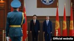 Presidenti Xi Jinping është pritur me nderime të larta shtetërore në Kirgizstan