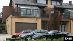 Роскошные дома и автомобили в России скоро могут стать слишком дорогим удовольствием