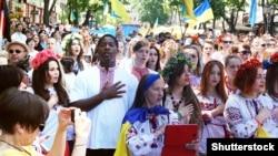 Марш вишиванок в Одесі. Травень 2015 року (©Shutterstock)